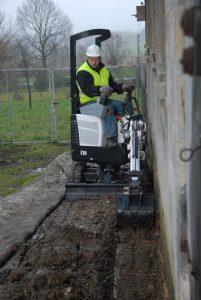 Einen Minibagger im Sauerland mieten kann viel Arbeit ersparen